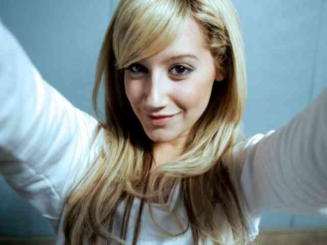 Young Girl Wallpaper Of Celebrities - Free Wallpapers