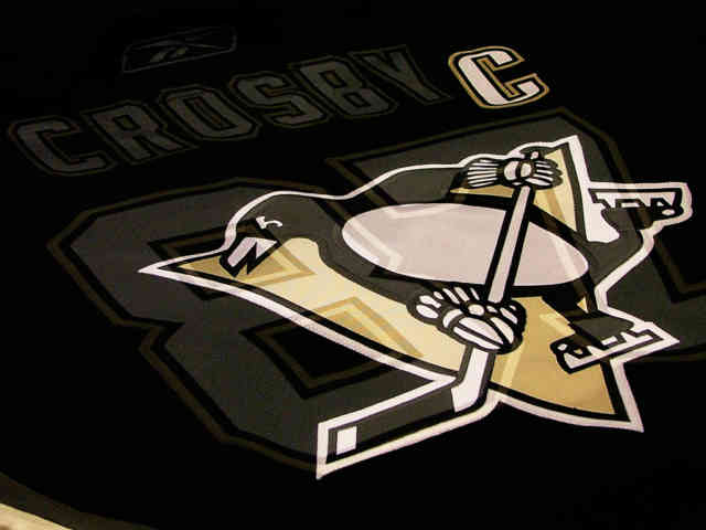 Club penguin wallpaper, 3D, HD wallpaper, penguin wallpaper, Logo Crosby