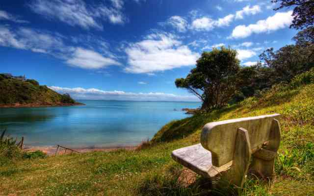 Free 3D HD Wallpaper HD Nature Free - bestscreenwallpaper.com - Nice Chair with lac