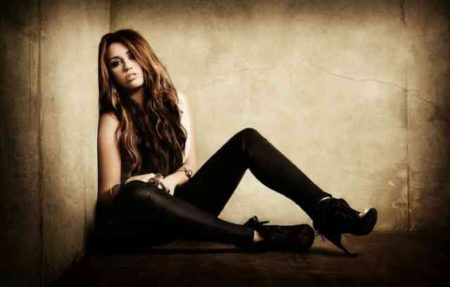 Miley Cyrus Wallpaper - Miley cyrus - bestscreenwallpaper.com - #27