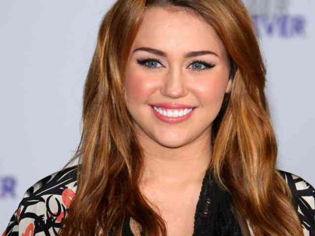Miley Cyrus Wallpaper - Miley cyrus - bestscreenwallpaper.com - #28