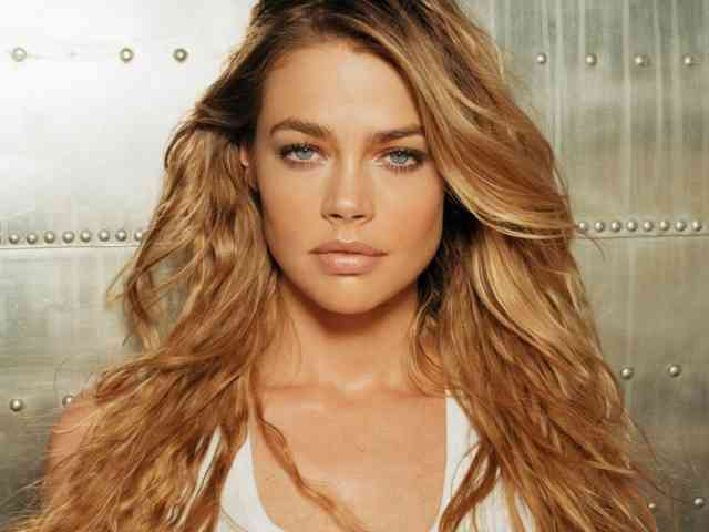 Denise Richards hd wallpapers | denise richards | hot denise richards | free download  | bestscreenwallpaper.com #12