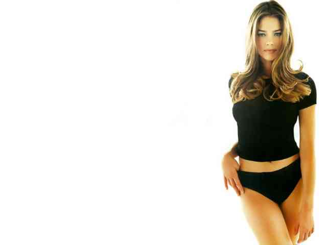 Denise Richards hd wallpapers | denise richards | hot denise richards | free download  | bestscreenwallpaper.com #23