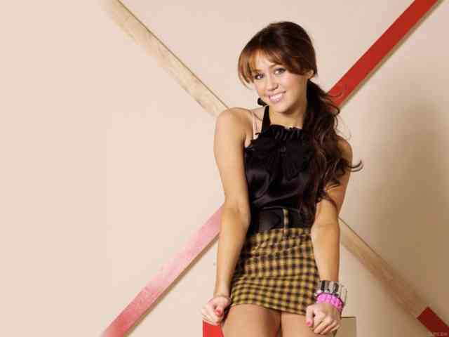 Miley Cyrus Wallpapers Full HD IPhone