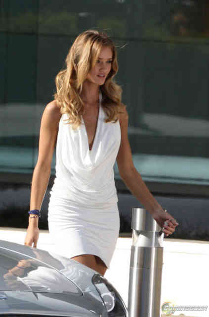 Transformers 3 girl | Rosie Huntington-Whiteley | transformers.com | #20