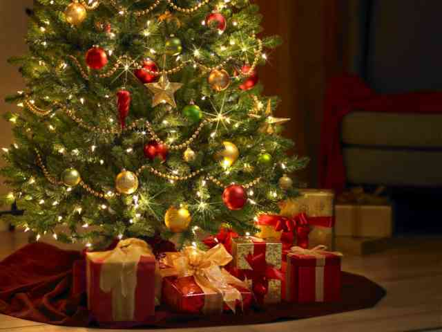 Christmas Tree Wallpaper | FREE Christmas Tree Wallpaper | Christmas Wallpapers | #1