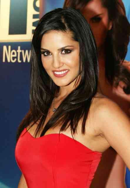 Red carpet Sunny Leone Wallpapers | Celebrity Wallpapers |