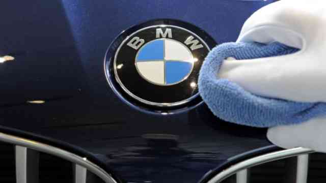 Wash your Logo BMW :)