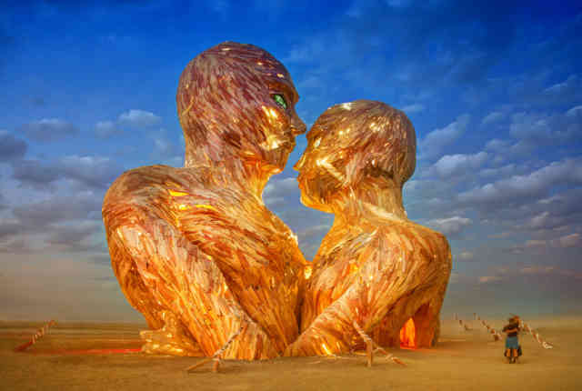 Burning Man 2015 Photos Statue Couple