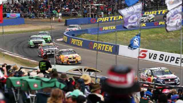 Bathurst 1000: Craig Lowndes wins V8 Cars| Car Racing Australia