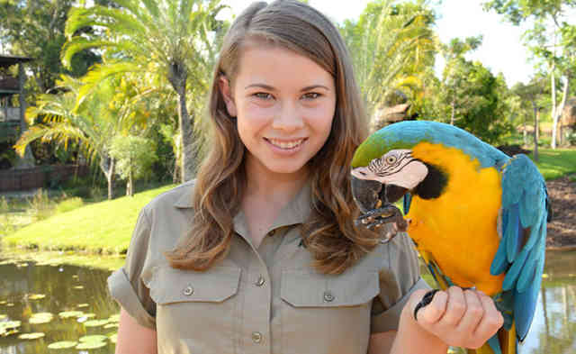 Bindi Irwin with Parrot