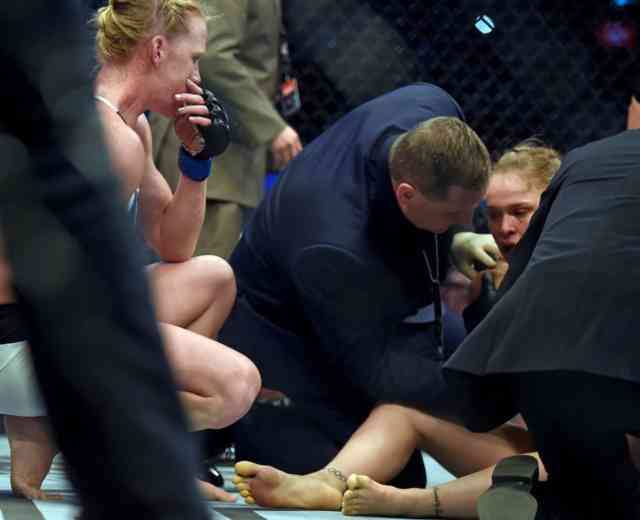 Holly Holm stuns Ronda Rousey PHOTOS #5