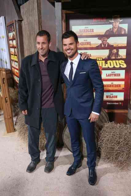 Adam Sandler & Taylor Lautner feiern The Ridiculous 6 Characters