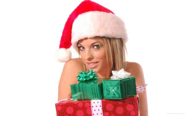 Gift & Blond Christmas Women HD Wallpapers