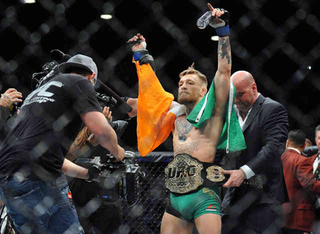 Photos UFC 194 : Conor McGregor KOs Jose Aldo 13 seconds Images