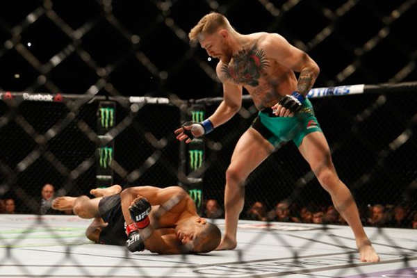UFC 194 : Faster Conor McGregor KOs Jose Aldo 13 seconds Images