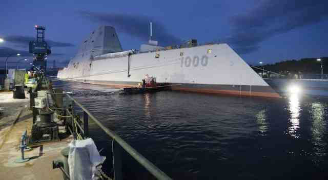 USA DDG 1000 Zumwalt -  USA Zumwalt RailGuns Weapons