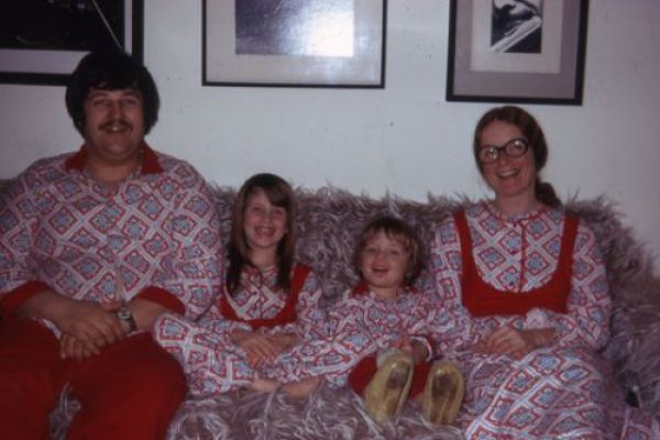 Weirdest Family Christmas Photos #4