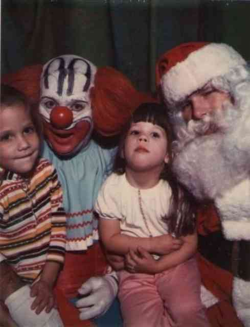 Weirdest Family Christmas Photos #9