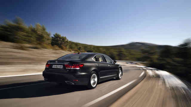 2013 Lexus LS EU-Version on highway - Best Screen Wallpaper