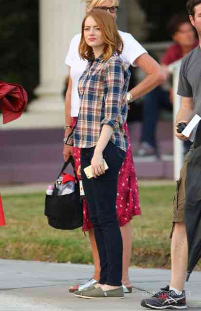 51827102 Actors Emma Stone and Ryan Gosling are seen filming scenes for the upcoming movie 'La La Land' in Los Angeles, California on August 18, 2015. Actors Emma Stone and Ryan Gosling are seen filming scenes for the upcoming movie 'La La Land' in Los Angeles, California on August 18, 2015. Pictured: Emma Stone FameFlynet, Inc - Beverly Hills, CA, USA - +1 (818) 307-4813
