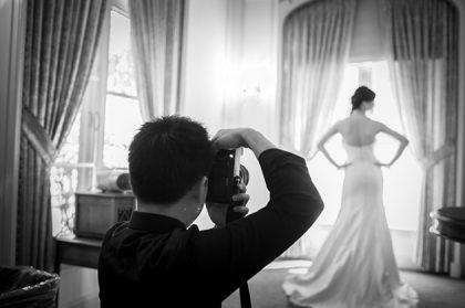 How to Choose the Right Photographer for Your Wedding Day