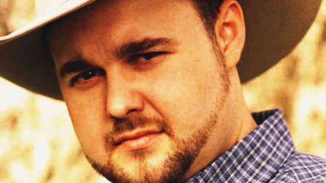 Country singer Daryle Singletary at his 45