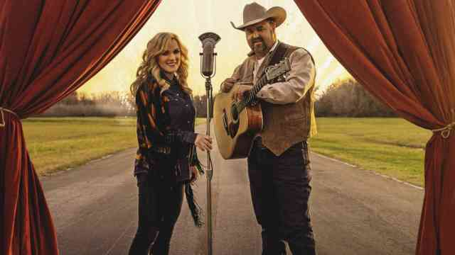 Rhonda Vincent and Daryle Singletary