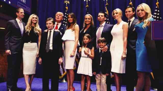 Donald Trump's entire family photo Full HD